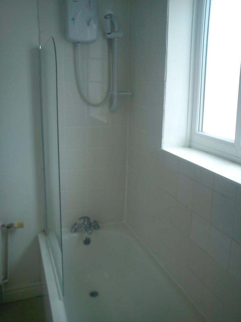 Bath & Electric Shower