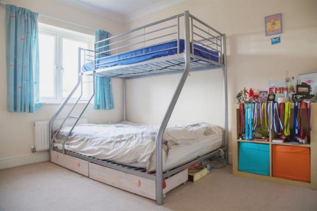 Double bedroom - overlook garden