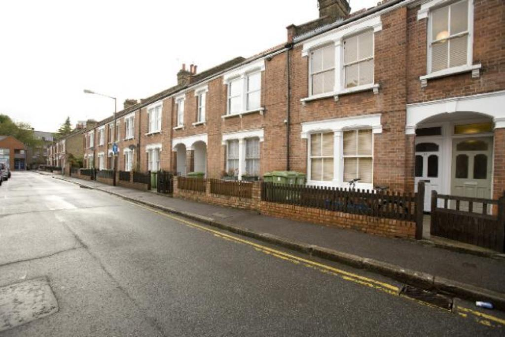 2 Bedroom Flat To Rent In Ambergate Street Kennington South East London Greater London Se17