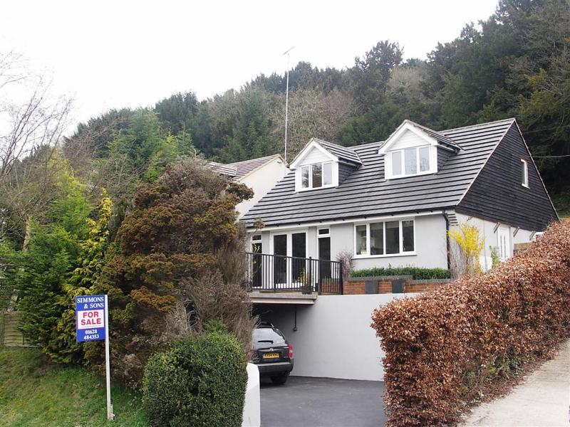 4 bedroom detached bungalow for sale in a 4 bedroom chalet for Chalet style homes for sale