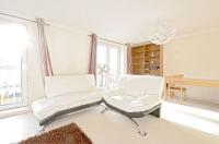 2 bedroom Duplex in Millennium Drive, E14