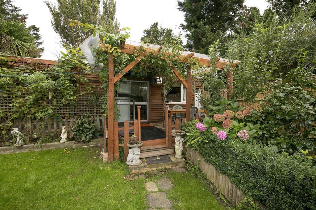 61 Rosecroft Gardens