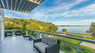 6 bedroom house in Auckland