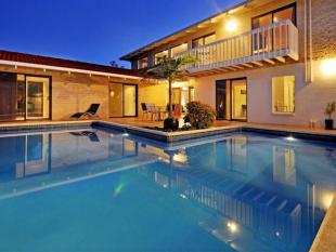 4 bedroom house in Campbells Bay, Auckland