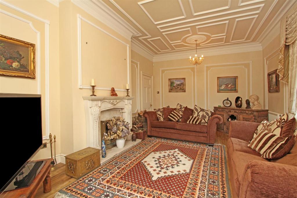 Astley Manor 124027