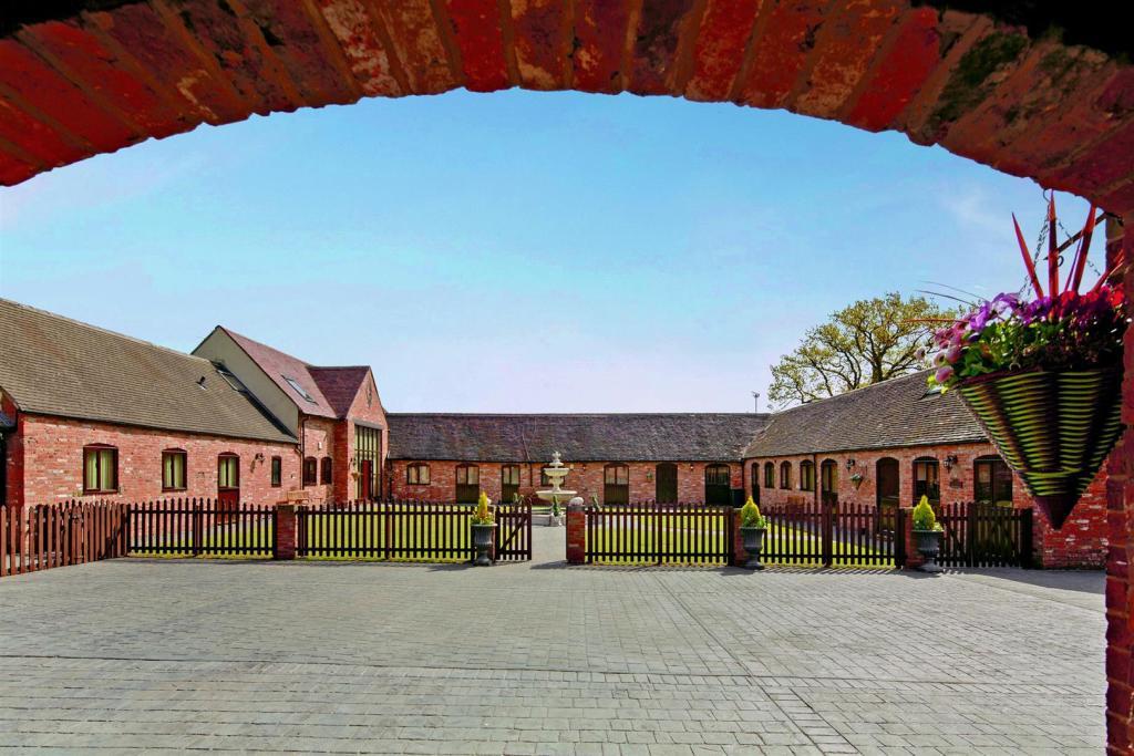 Moat Farm fpz165497