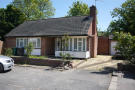 2 bed Detached Bungalow in Rosens Walk, Edgware