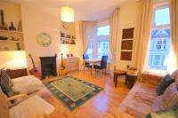 Flat to rent in Calderon Road, London...