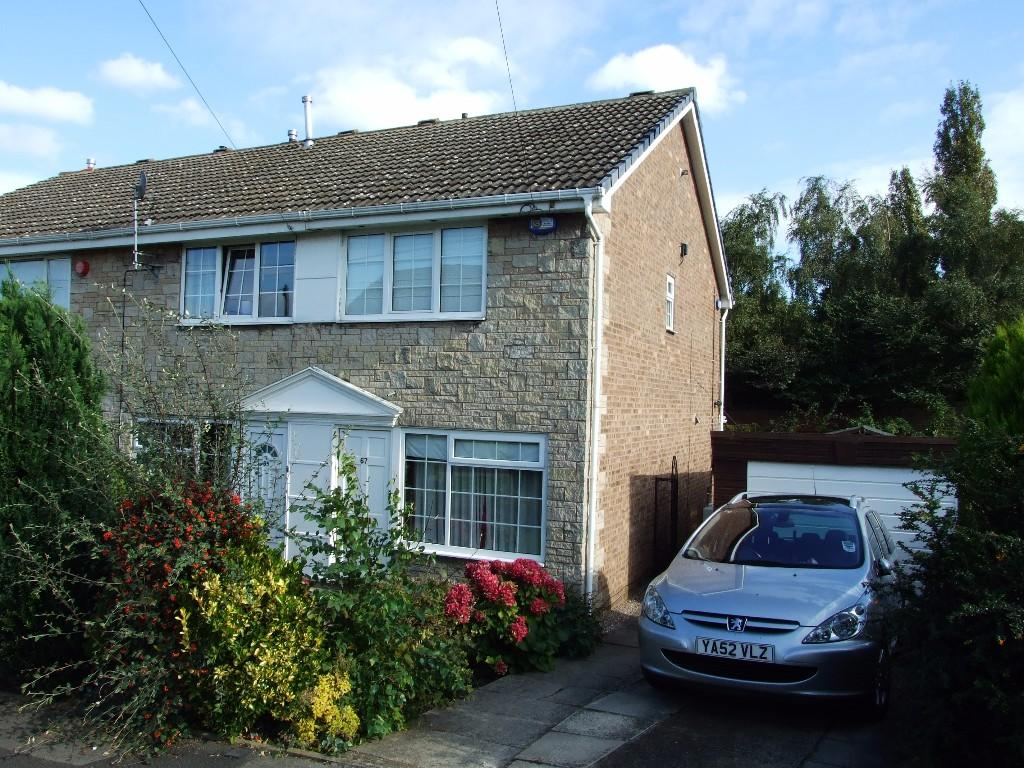 2 bedroom town house to rent                    Elm Tree Close,Liversedge,WF15