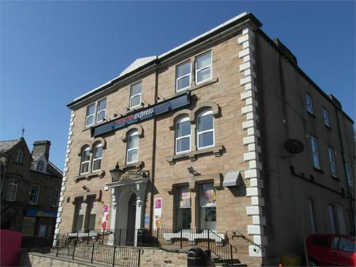 Studio flat to rent Flat 4,Huddersfield Road, Mirfield, WF14