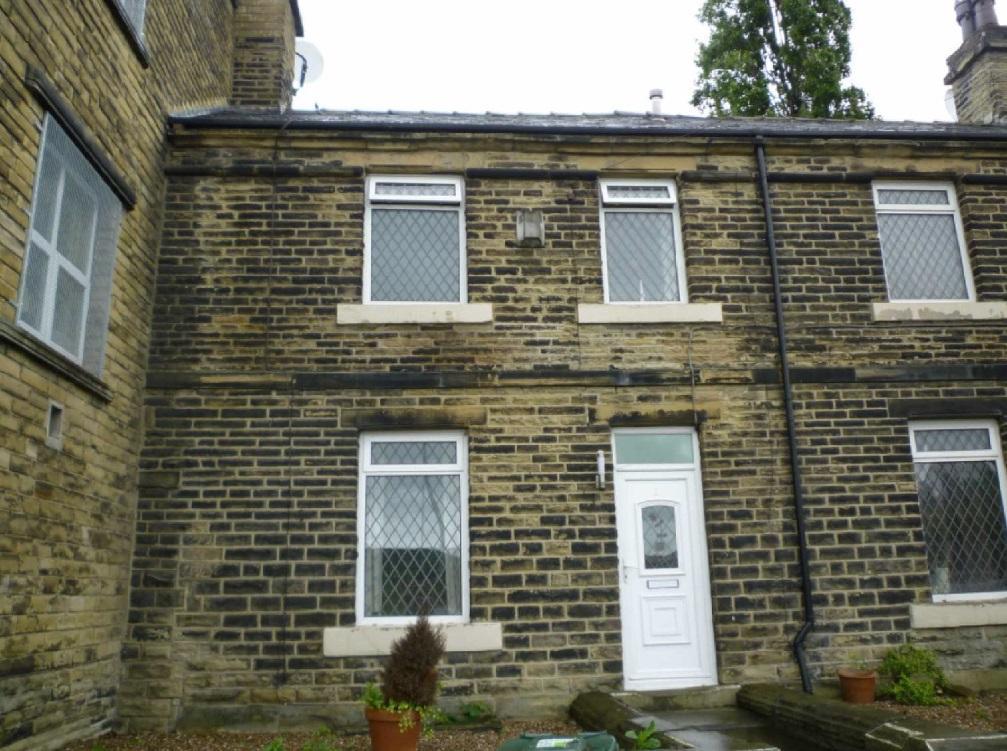 2 bedroom terraced house to rent                    Bretton Street, Dewsbury, West Yorkshire, WF12