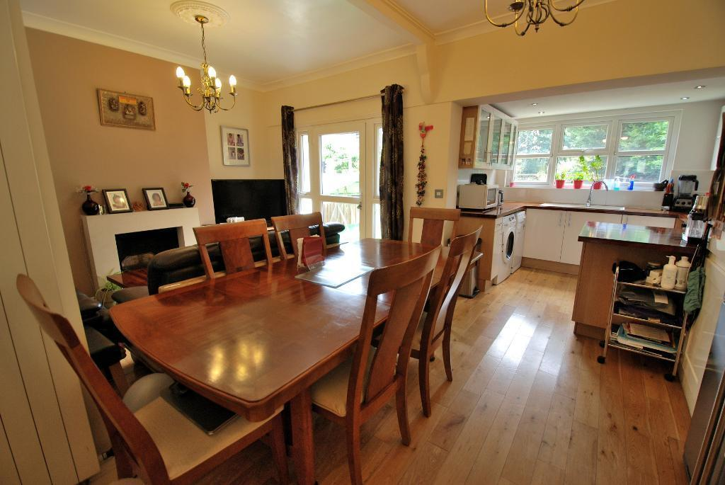 Open Plan Living/Dining/Kitchen Spaces