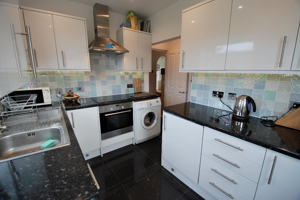 Stylish Kitchen/B'fast Room