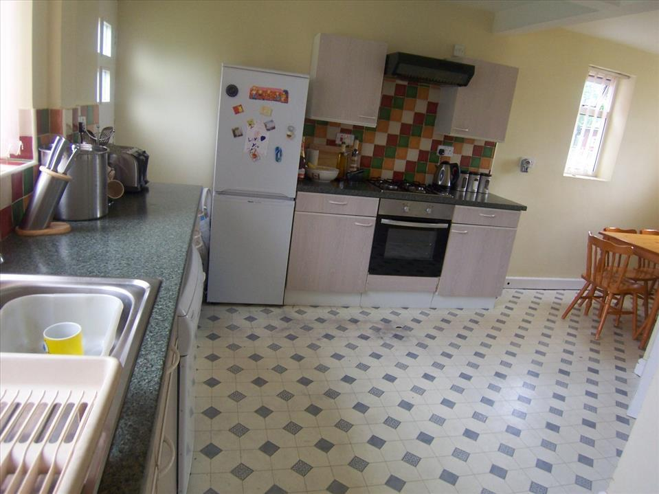 KITCHEN/DINING ROOM - L-SHAPED