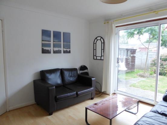 Living Room (Main)