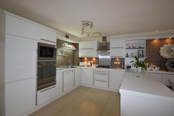 819_Kitchen 2.jpg