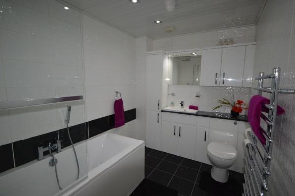819_Bathroom.jpg