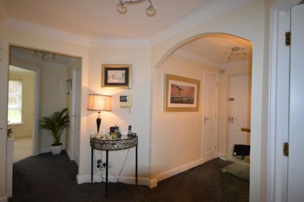 819_Hallway 2.jpg