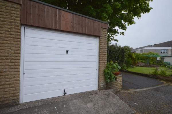 835_garage.jpg