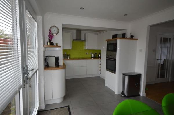 840_Kitchen 2.jpg