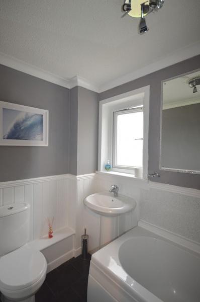 851_Bathroom 2.jpg