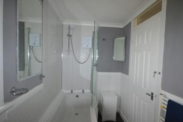 851_Bathroom 1.jpg