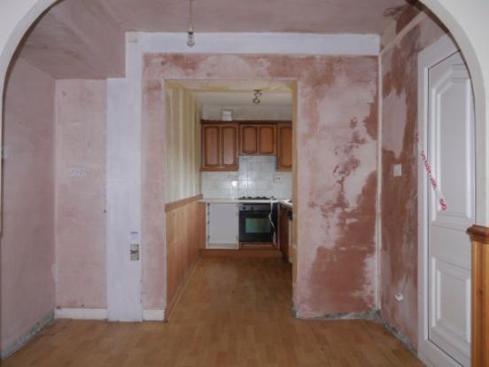 857_Dining to kitchen.jpg