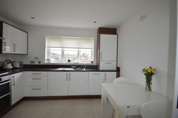 858_Kitchen 3.jpg