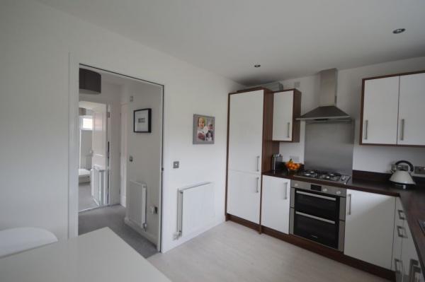 858_Kitchen 1.jpg