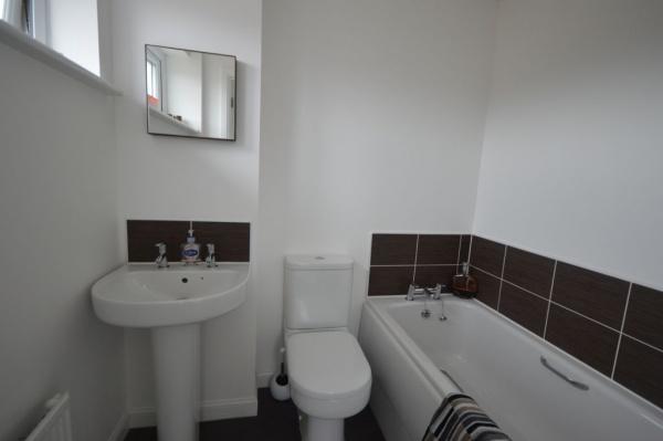 858_Bathroom.jpg