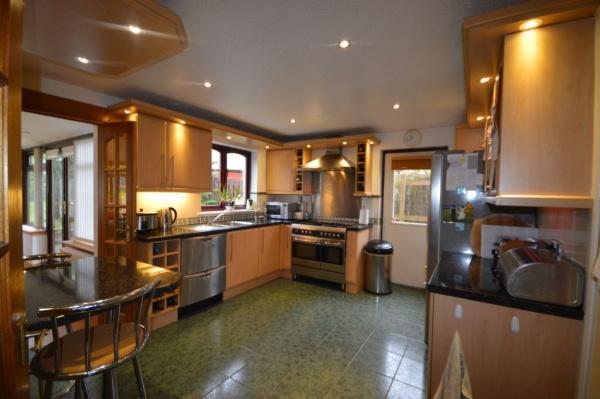 907_Kitchen 2.jpg