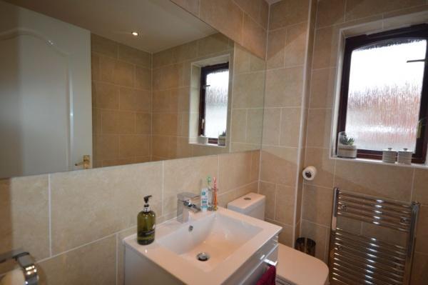 907_Bathroom.jpg