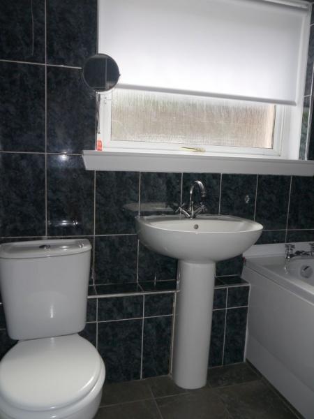 855_Bathroom c.jpg