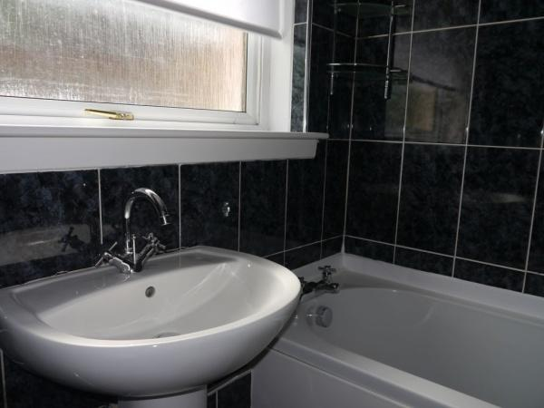 855_Bathroom a.jpg