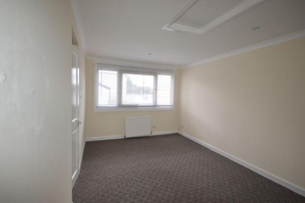 864_Master bedroom.jpg