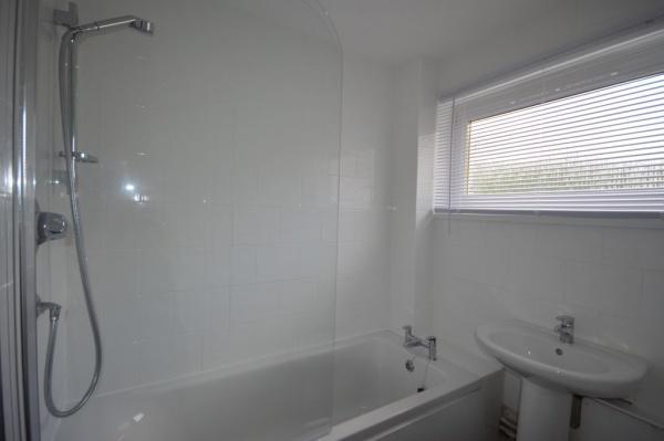 864_Bathroom.jpg