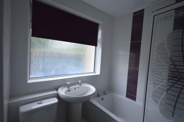 867_Bathroom.jpg
