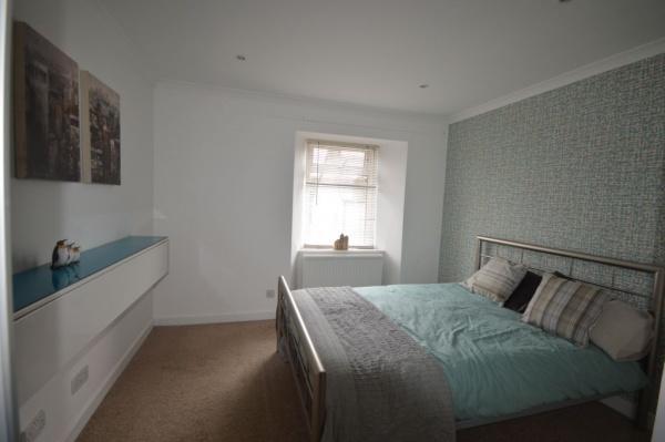 872_Bedroom 1b.jpg