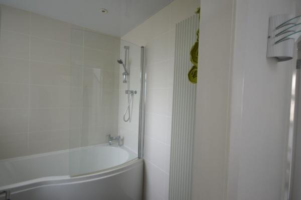 872_Bathroom 1.jpg