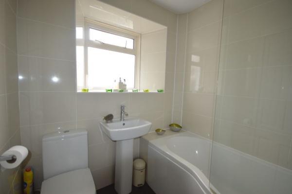 872_Bathroom 2.jpg