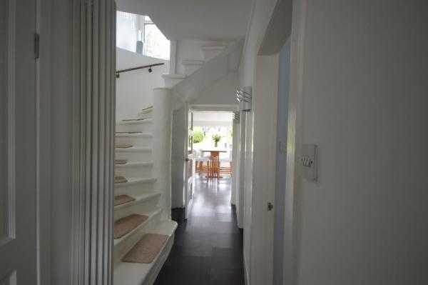 872_Hallway 3.jpg