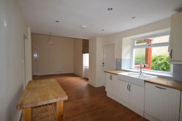 875_kitchen  1.jpg