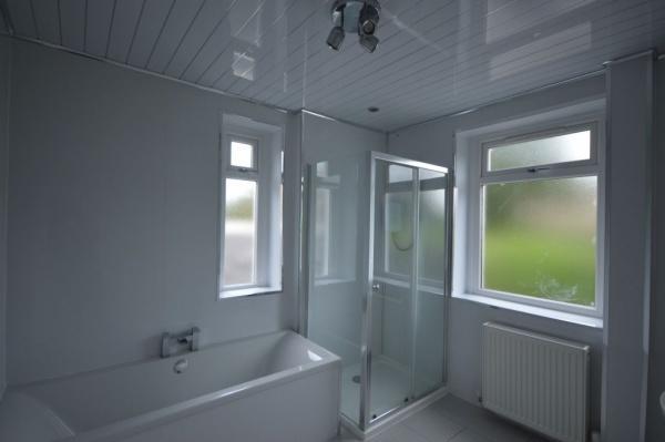 875_Bathroom 2.jpg
