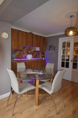 879_Dining room 2.jpg