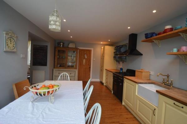 901_Dining kitchen 3.jpg