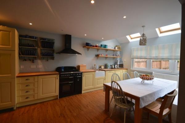 901_Dining kitchen 5.jpg