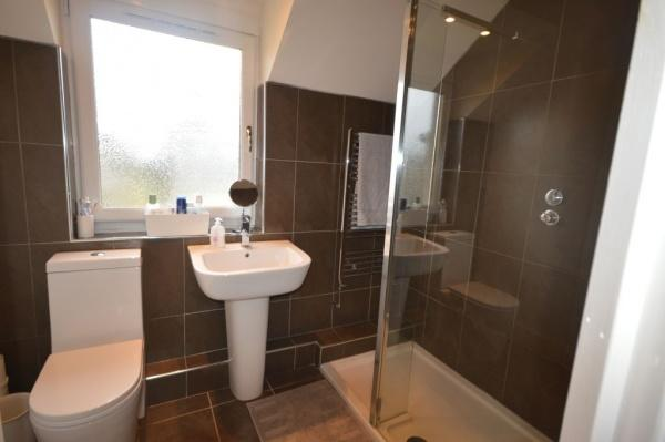901_En suite bathroom.jpg