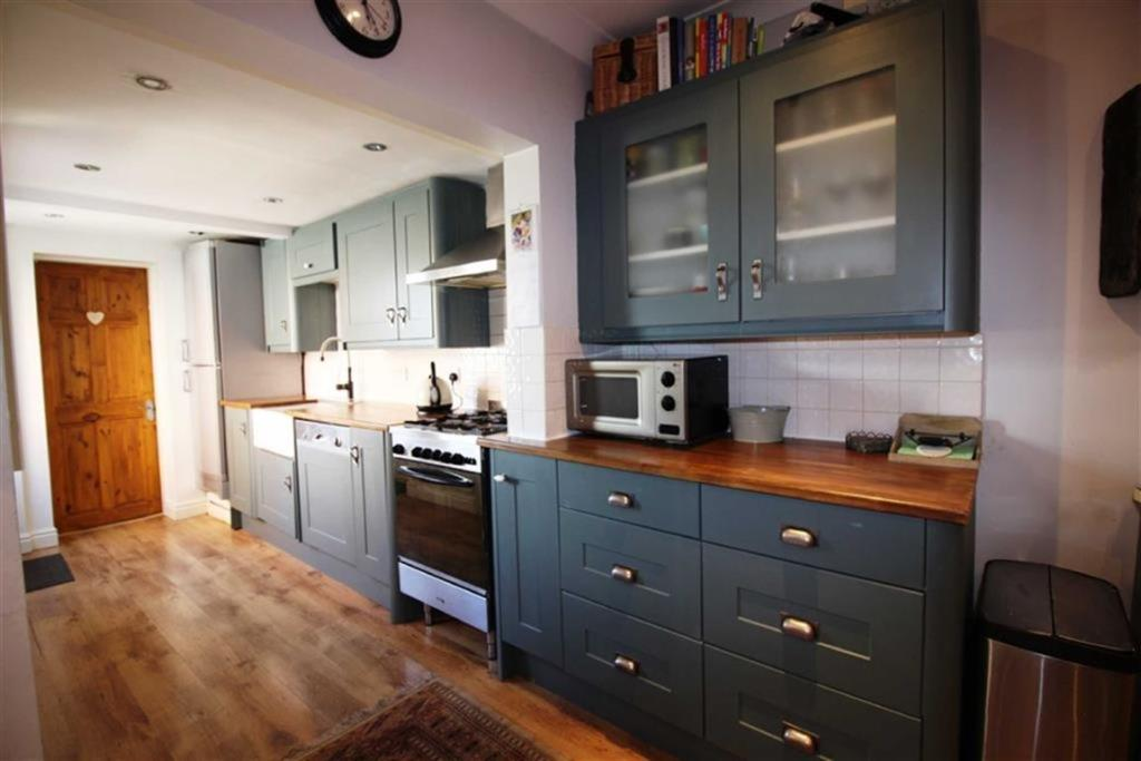 LIVING DINING KITCHE