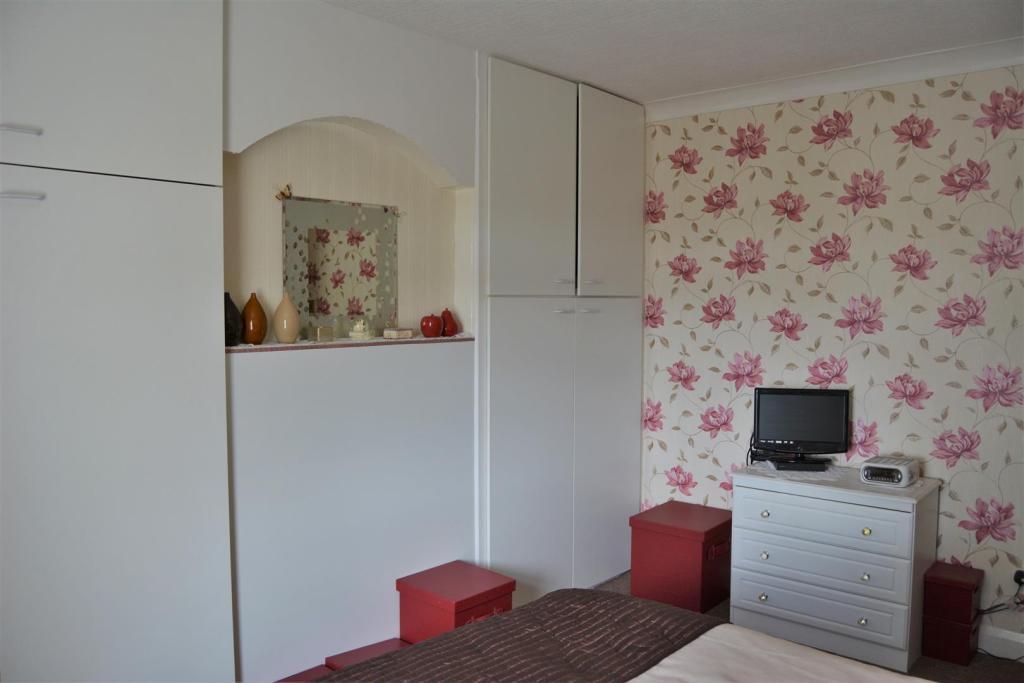 Bedroom 1 (2).