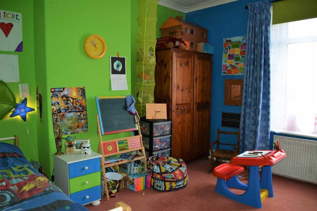 Bedroom 2 (2).